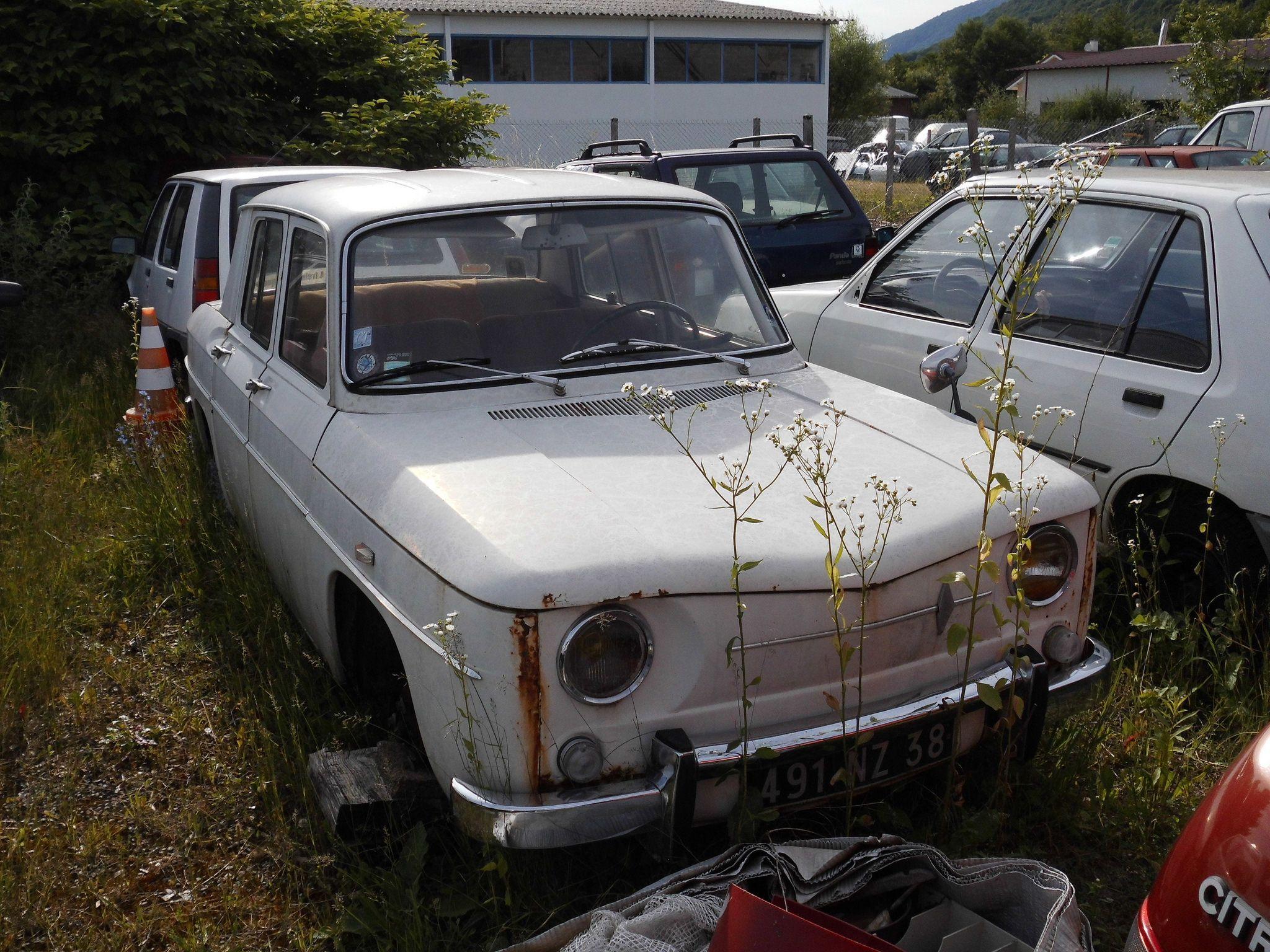 Épinglé par Role sur scrap yard   Renault 8, Renault, Vehicule