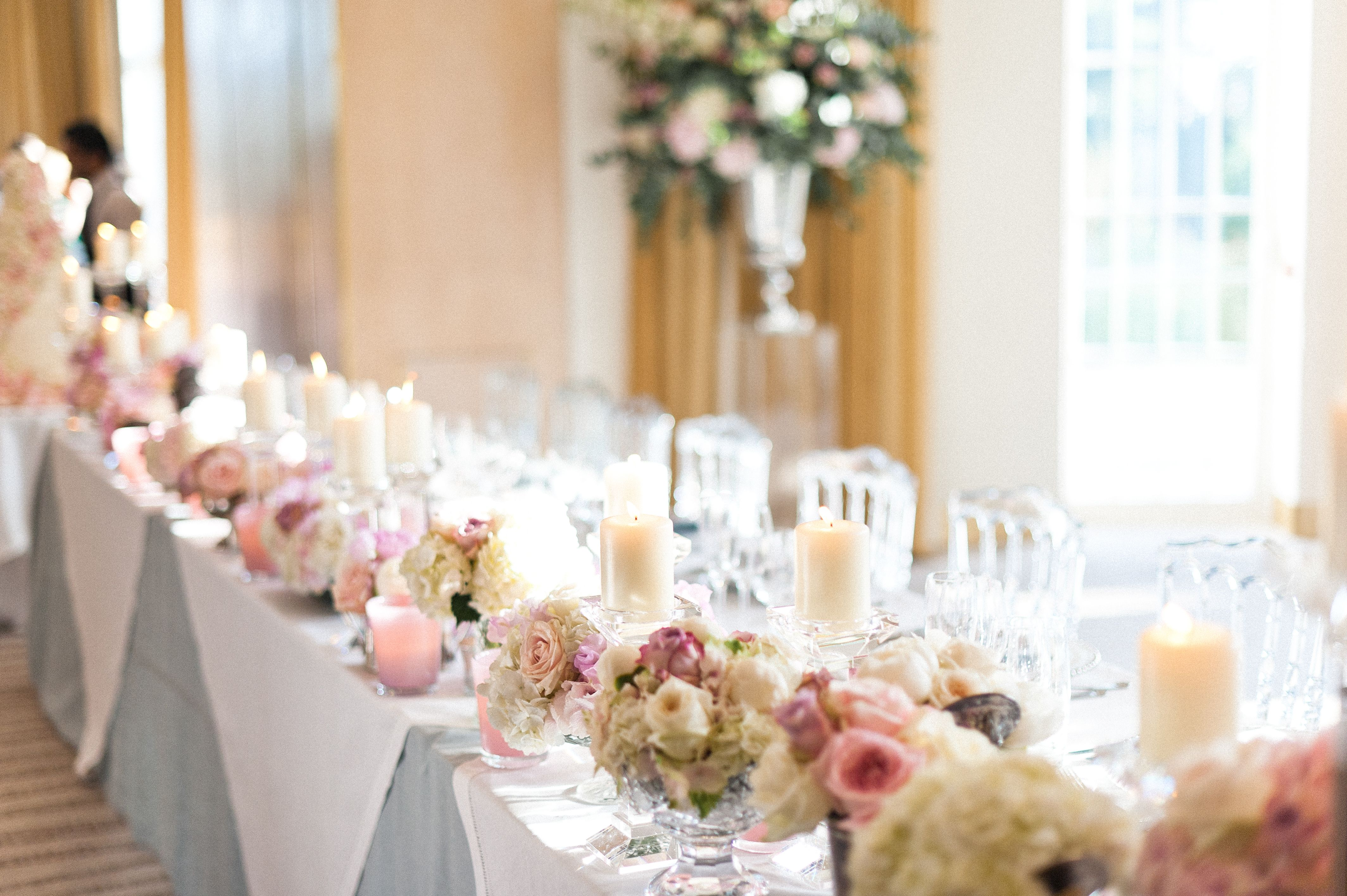 Garden Roses And Sweet Peas Idea For Top Table