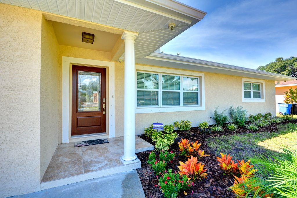 288 376 2134 Ne Coachman Rd Clearwater Fl 3 Br 3 Ba 2 054 Sq Ft Custom Remodeling Shingle Exterior