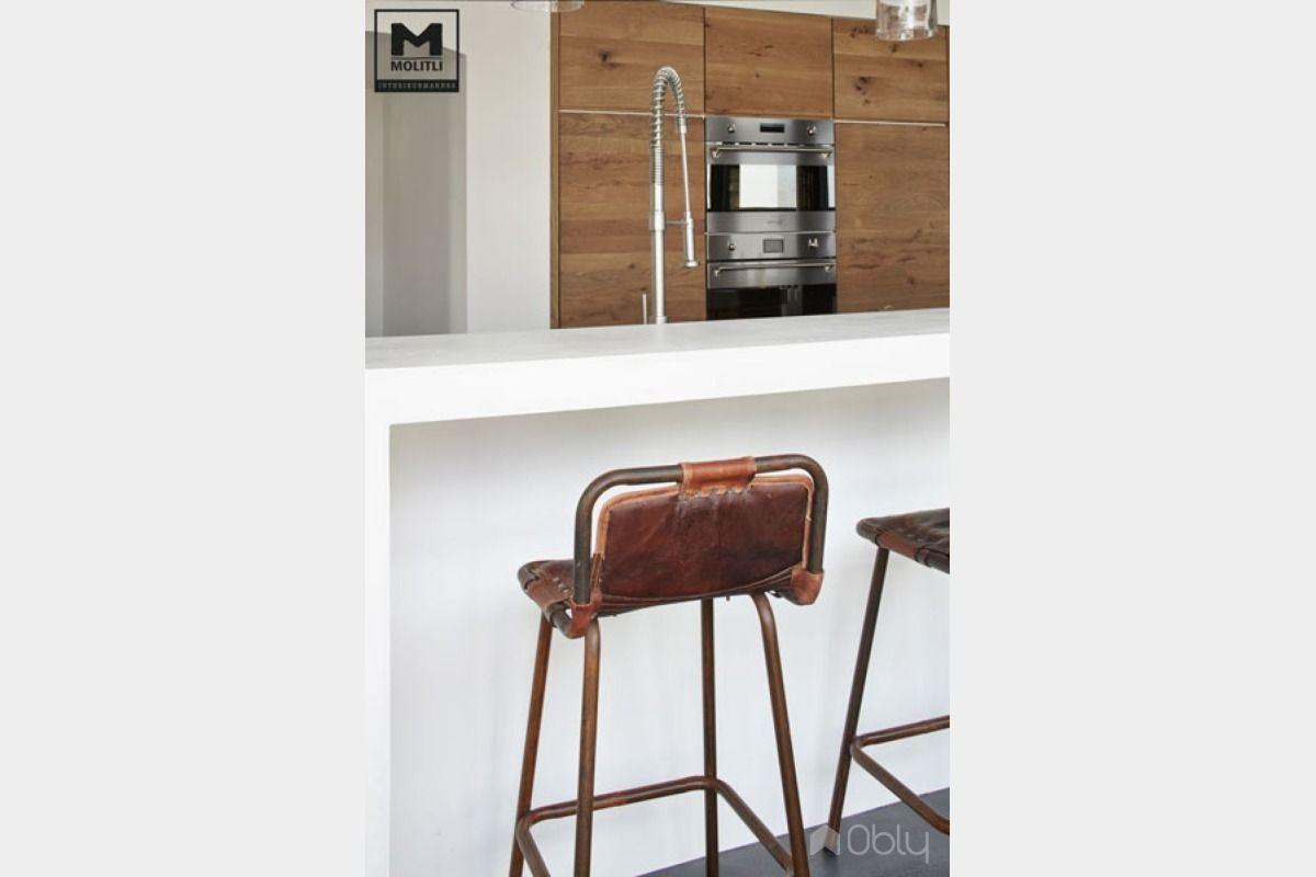Keuken van betonstuc en hout obly woonkeuken kookeiland