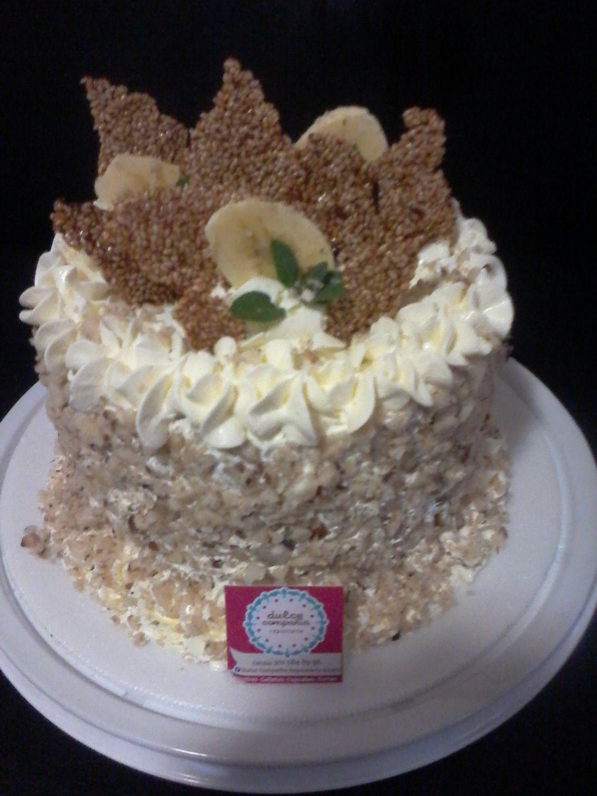 CAKE DE BANANO CON CREMA DE CARAMELO Y NUECES