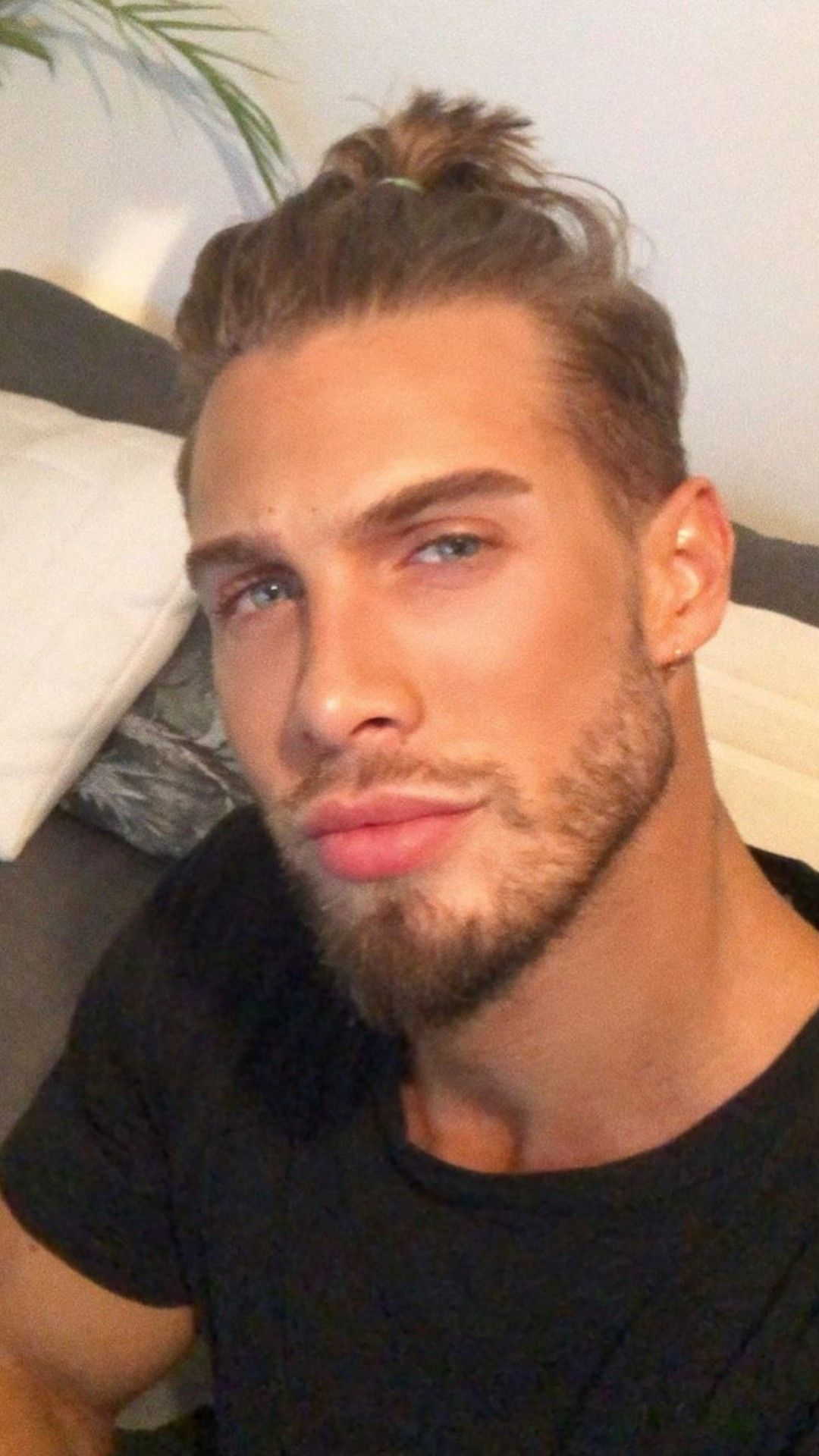 Pin By Justlifestyle On Hottest Hunks How To Look Better Hot Hunks Handsome Men