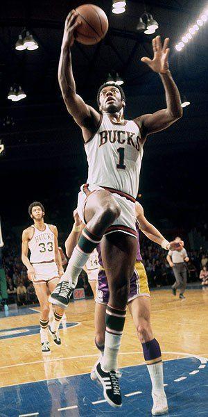 buy online abe27 b27c9 Oscar Robertson - Milwaukee Bucks   Crafty Cagers ○ Oscar ...