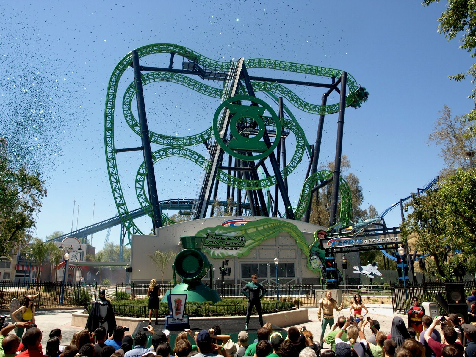 The Grand Opening Of Green Lantern First Flight At Six Flags Magic Mountain Roller Coaster Ride Theme Parks Rides Best Roller Coasters