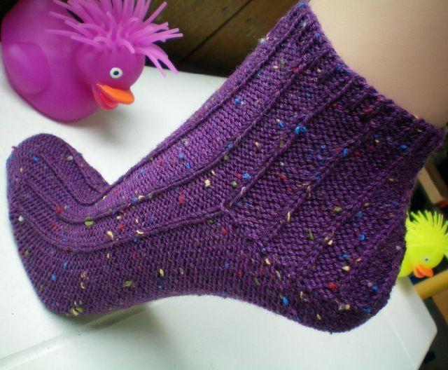 5 Free Sock Patterns to Make Your Toes Tap (LoveKnitting Blog)