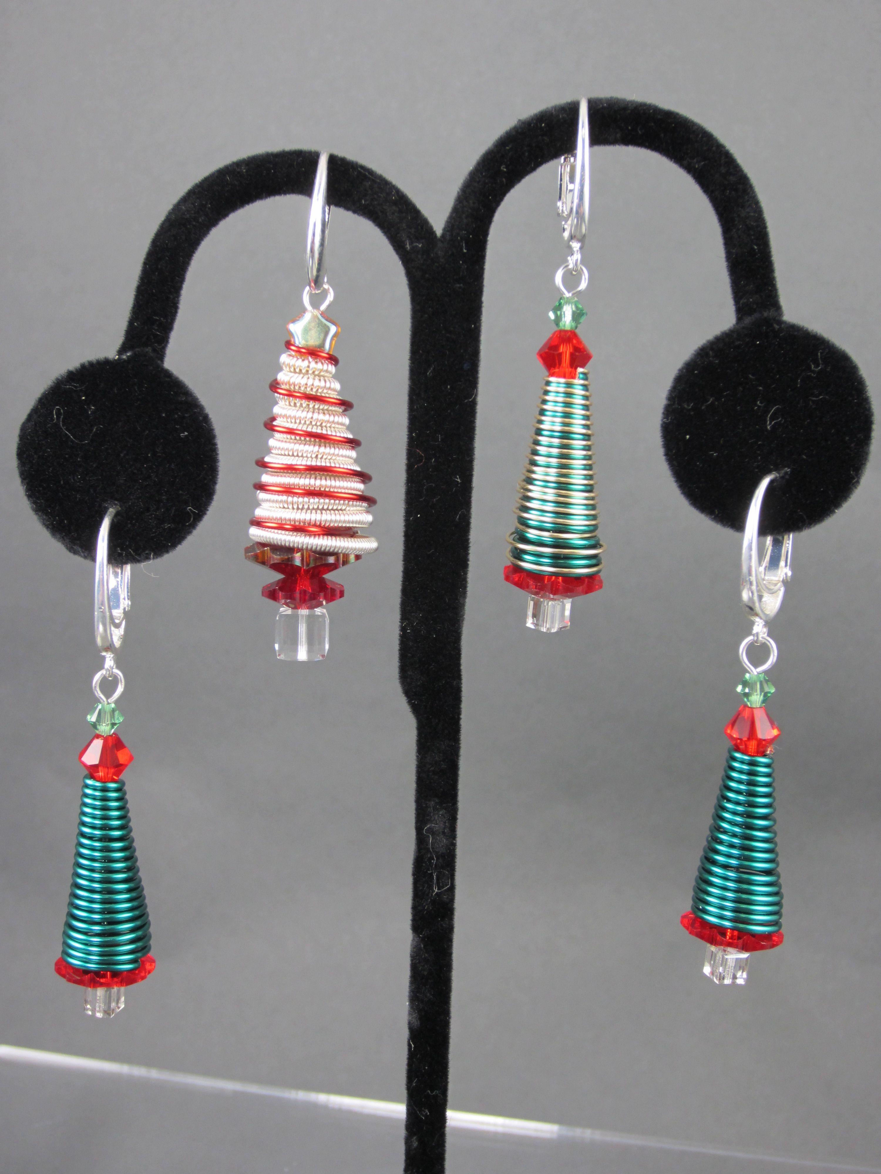 Conetastic™ Christmas Tree Earrings with Seasonal colors of Beadalon ...