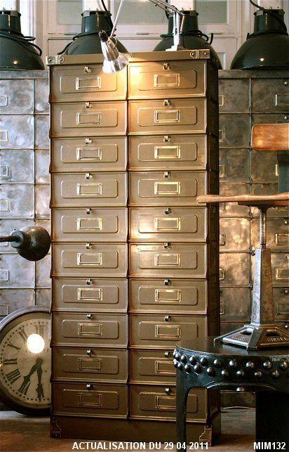 Epingle Par Anne Choisselet Sur Meubles Industriels Avec Images Deco Loft Industriel Decapage Meuble Meuble