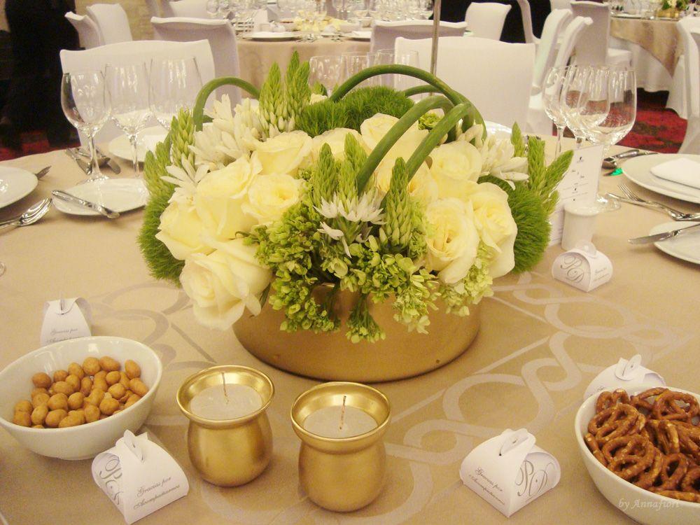 Centros de mesa bajo en base de cristal dorada