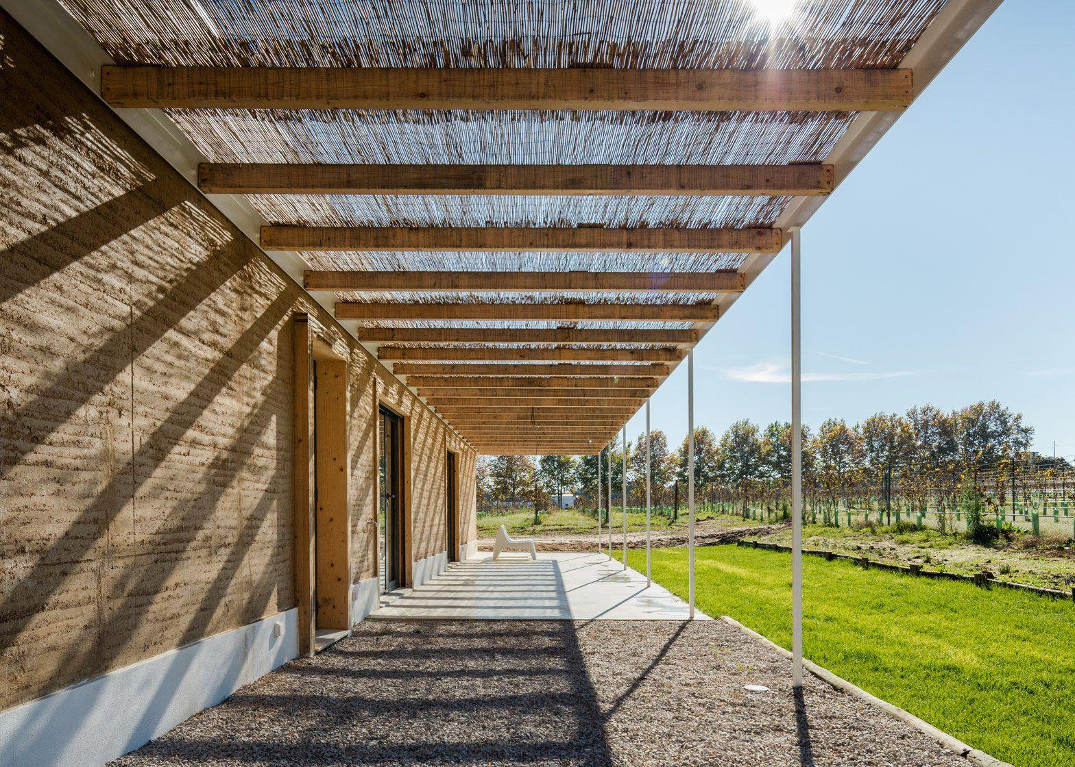 Vineyard House by Blaanc | Rammed earth homes, Earth homes ...