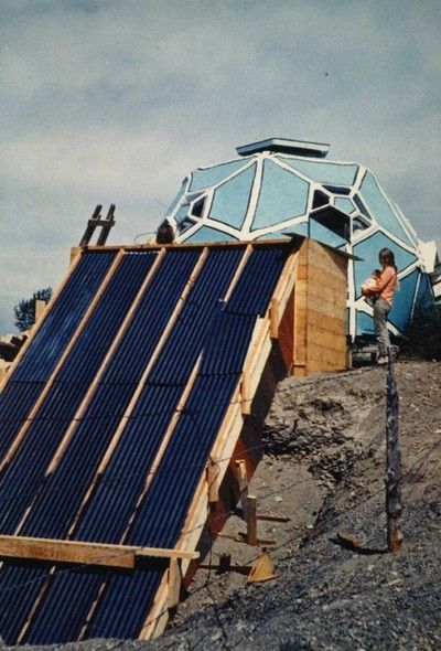 Construction of Drop City'S passive solar collector, Zomeworks, 1967