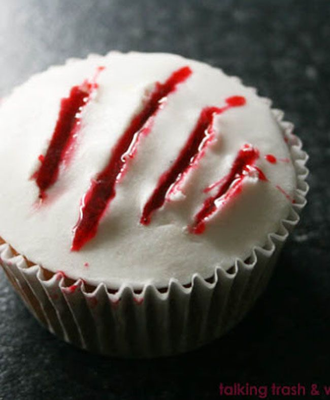 Claw blood cupcakes DIY #fallmemes