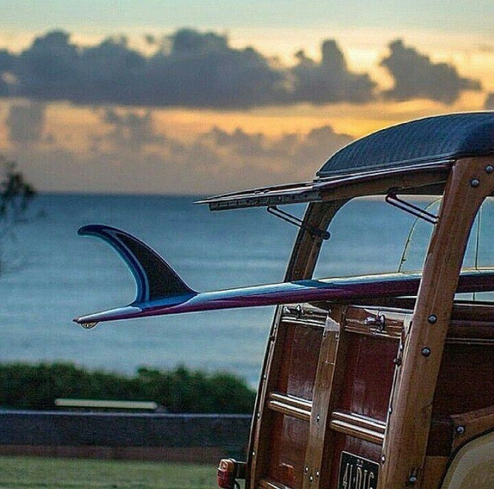 Woody & Surfboard