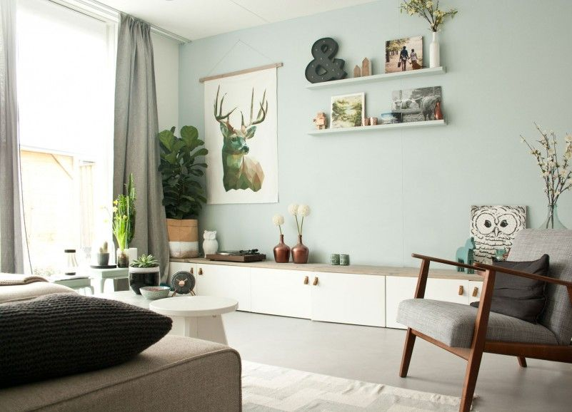 woonkamer   Plantenzak van Serax, tv meubel zelfgemaakt met Besta van Ikea, doek met hert zelf