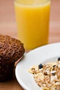 Los científicos confirman lo que ya decían las abuelas: «Desayuna como rey, almuerza como príncipe y cena como mendigo». La mejor forma de perder peso y mantenerse delgado es un desayuno rico en carbohidratos y proteínas, seguido de una dieta de bajas cal