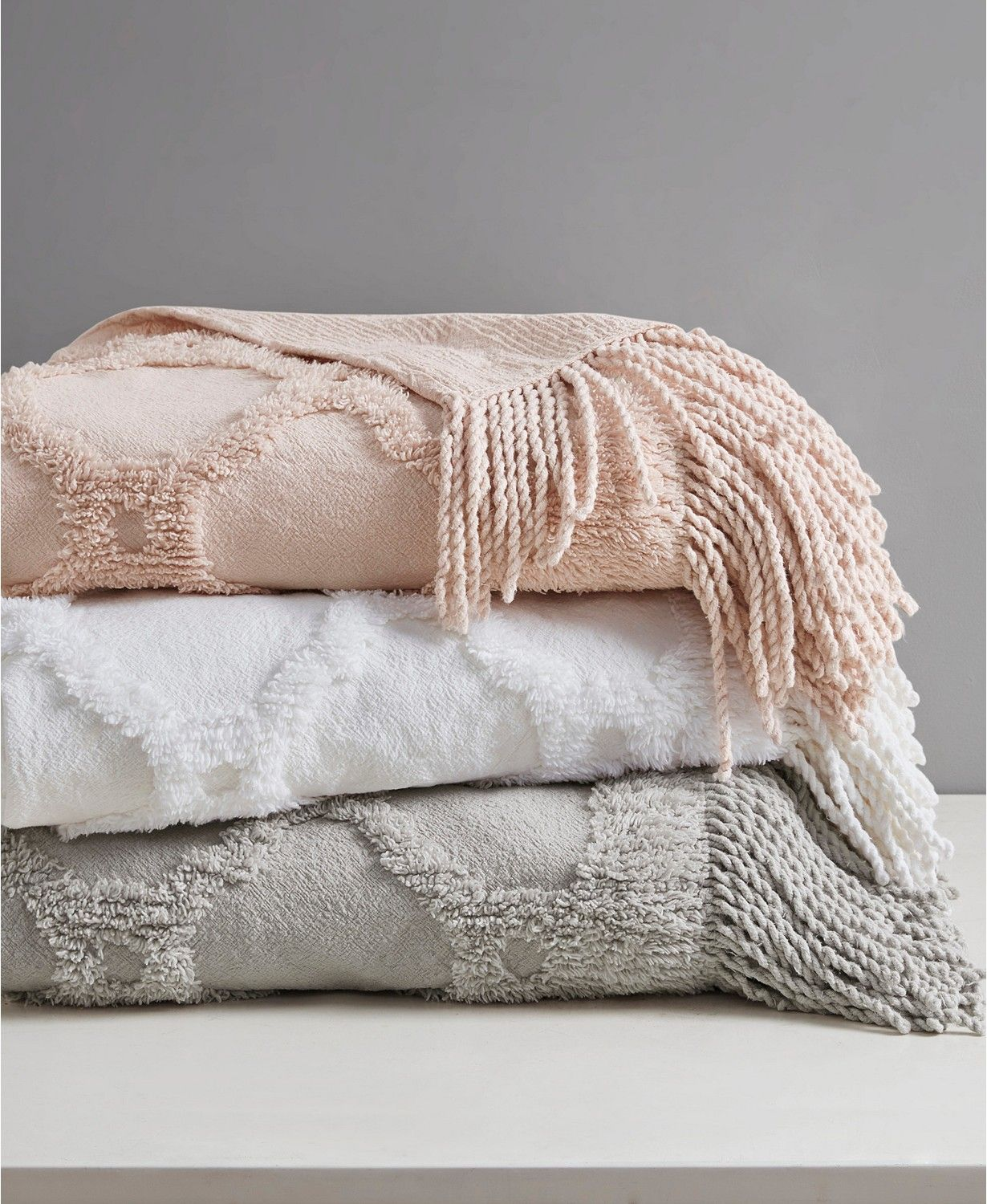 Madison Park Brianne Cotton Tufted Throw with Fringe Trim & Reviews - Blankets & Throws - Bed & Bath - Macy's