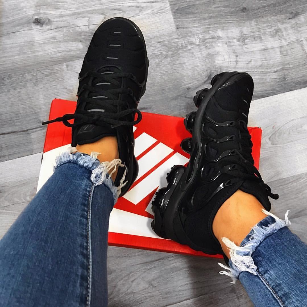 """سايه شريلو🌹 on Instagram  """"Finally got my hands on these👀 Nike Air  Vapormax Plus🖤"""" b03b537bf7c54"""