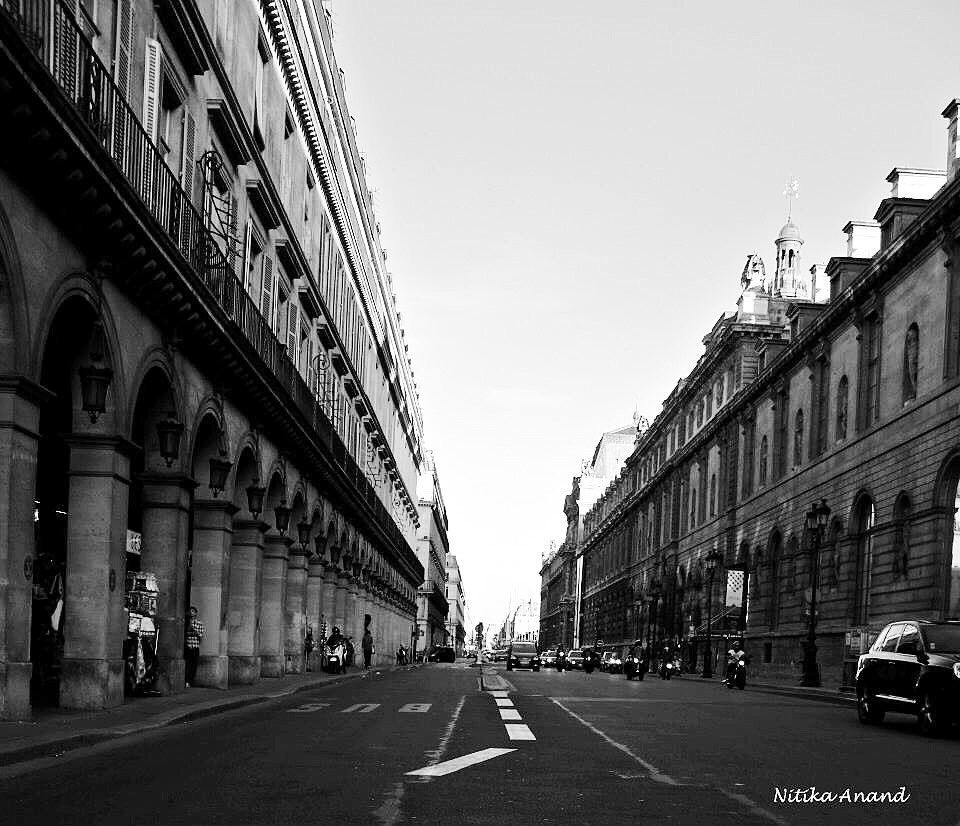 Streets of #Paris 2 seconds before the traffic hits. . . . . . . . .  #beautifuldestinations #bestvacations #exploremore #travelshots #exploringtheglobe #lonelyplanet #travel #travelgram #paris #parisjetaime #streets #capturestreets #streetshot #bnwlovers #blackandwhitephotography