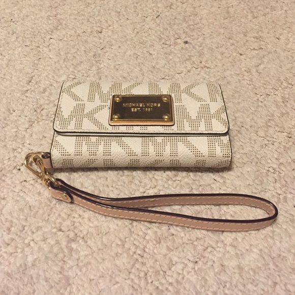 Selling this Michael Kors iPhone5/5s Wristlet (vanilla colored) in my Poshmark closet! My username is: connolc2. #shopmycloset #poshmark #fashion #shopping #style #forsale #Michael Kors #Accessories