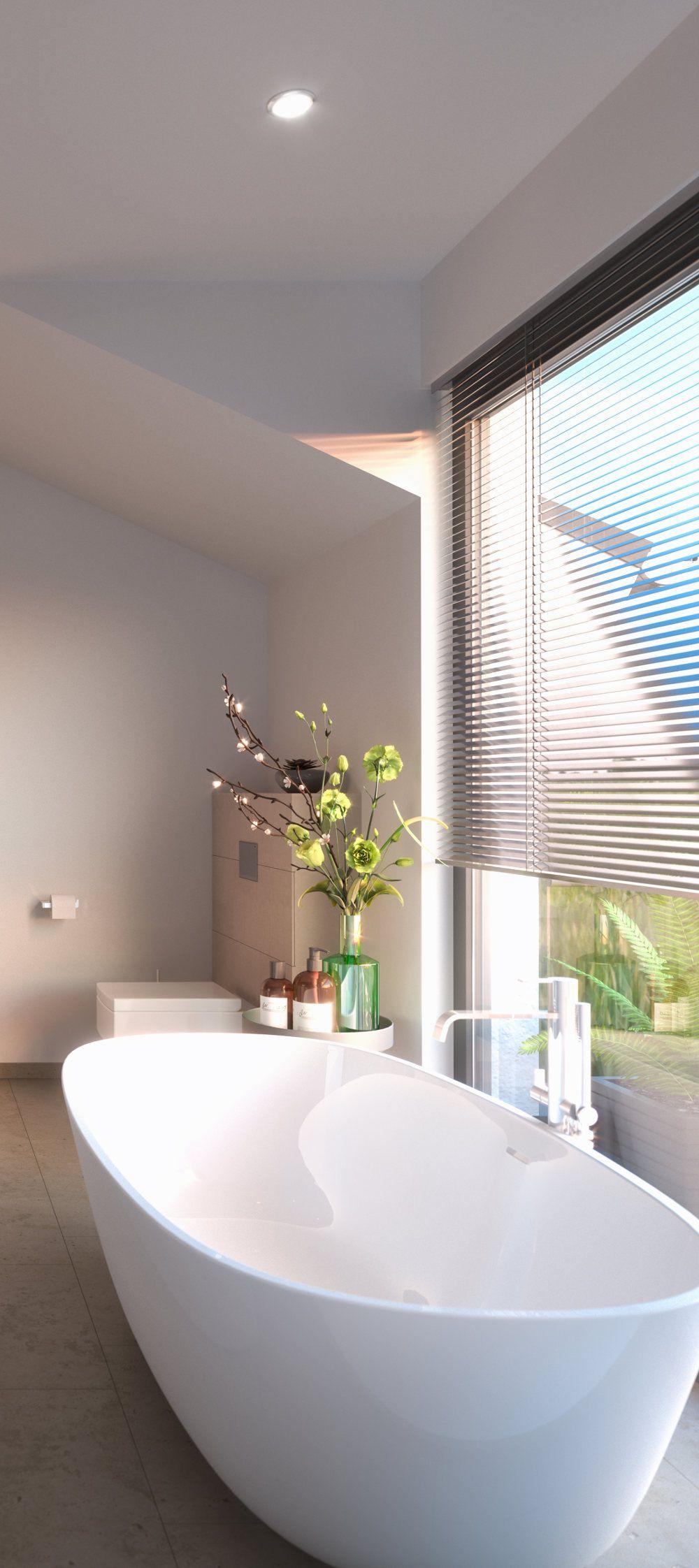 Eine elegante Badewanne vor großem Fenster. Wellness pur