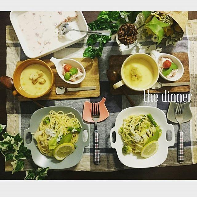tamicco_#今日の夕飯  #春野菜としらすのレモンパスタ #コーンポタージュ #いちごババロア * * * 今日は昼間のお天気☀ に引っ張られて、春メニュー 小粒のいちごを荒つぶしにして、 ババロアにしてみたよ #レモンパスタ は大人味だけど、ちびズに大好評✨ 初めて作るメニューは、毎度どきどき(はらはら?)だから、あぁ良かった * * * #わたしたちと手料理#器#イイホシユミ さん#カッティングボード