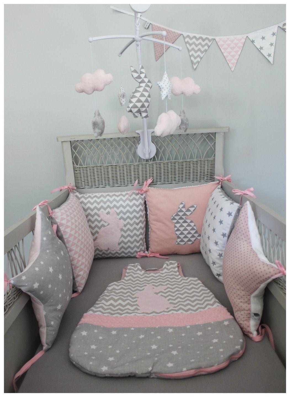 tour de lit étoiles et carrés thème lapin rose pale, blanc ...