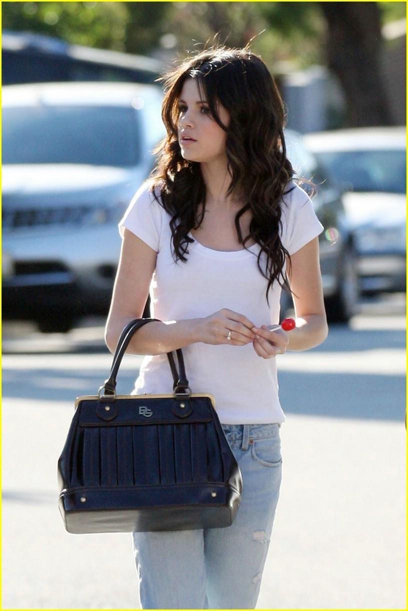 selena gomez purses | Celebrity of Day: Selena Gomez ...