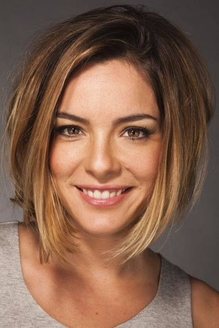 Short Haircuts For Thick Hair And Oval Face With Long Layers And Bob Bob Hairstyles For Thick Thick Hair Styles Haircut For Thick Hair