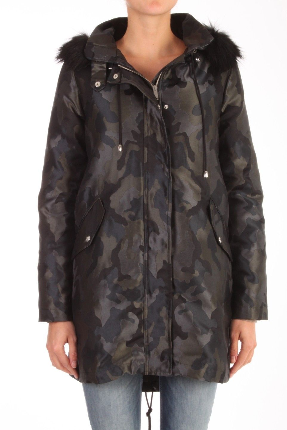 ca6b242d40c Deze parka van Pinko is 100% polyester geweven in jaquard camouflage. De  voering is
