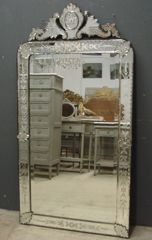 Elegant Ref 5605 Antique Venetian Mirror Century crested Louis Philippe Venetian mirror Reverse etched decoration to crest and outer glass margins For Your Plan - Elegant venetian glass mirror New Design