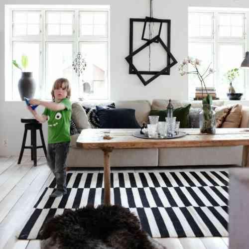 tapis moderne a rayures en noir et