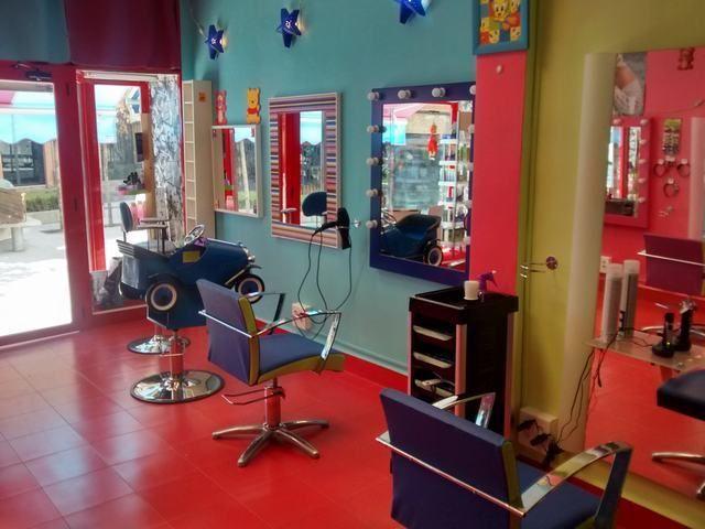 Pin de danielagarciaborda garcia en ideas peluquer a peluqueria unisex dise o de interiores y - Ideas para decorar una peluqueria ...