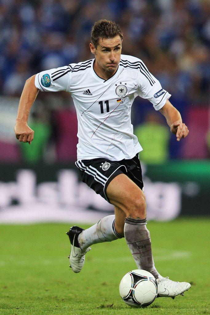 If He Is Selected For The Final Squad German Striker Miroslav Klose Will Have A Chance To Deportes De Conjunto Campeonato Mundial De Futbol Jugador De Futbol