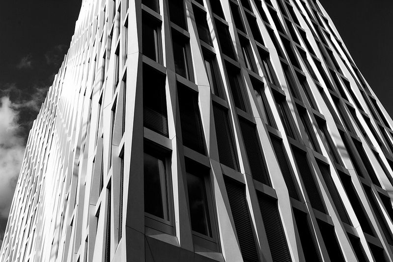 Varying facetted pre-cast concrete elements • Detailed image of the dynamic facade of the Tour Total by Barkow Leibinger Architects.