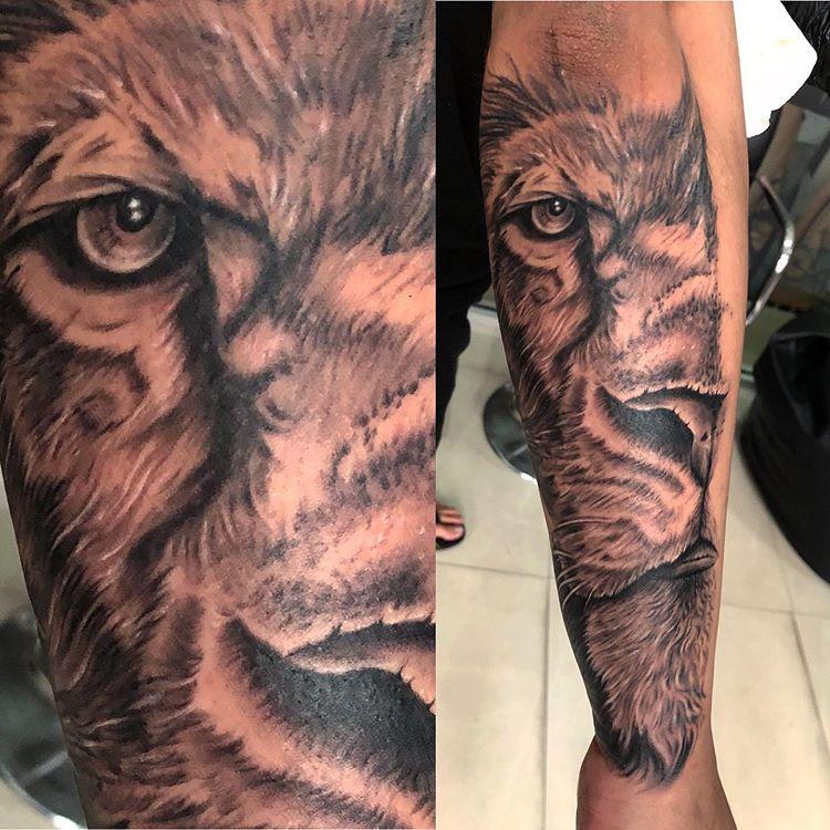 Nirmal Ruvinda Diaz On Instagram Half Lion Face Done Yesterday Cheyennetattooequipment Srilanka Tattoo Equipment Paradise Tattoo Black And Grey Tattoos