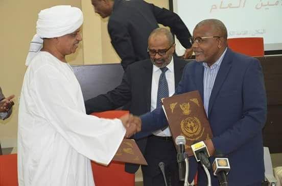 د.كرار التهامي يتسلم مهامه رسميا أمينا عاما لجهاز المغتربين