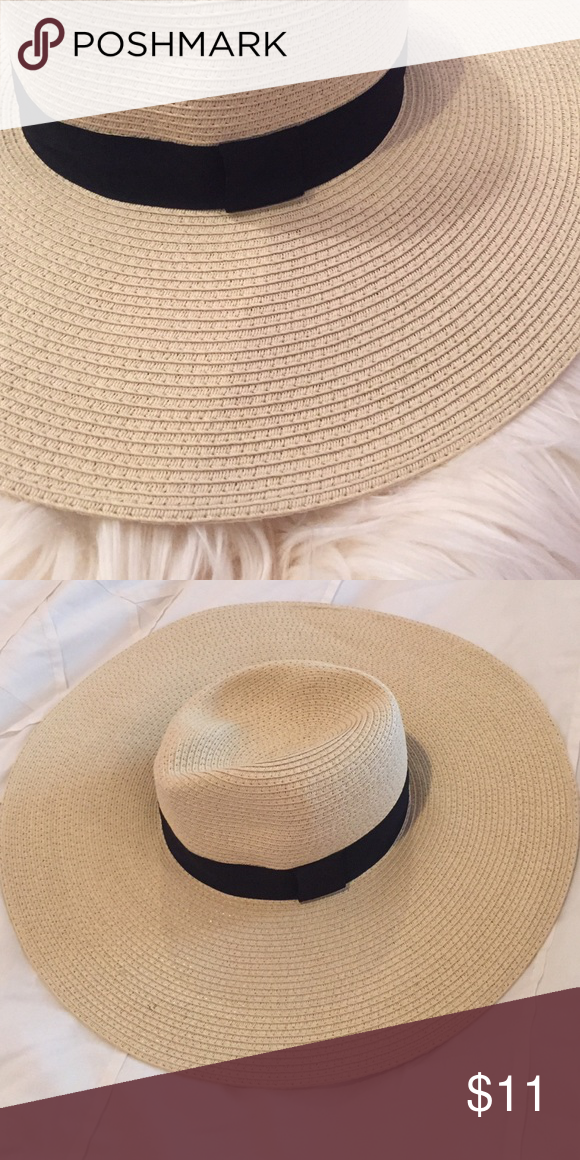 Straw Floppy Hat Gorgeous floppy hat from Forever 21! Only worn once! Forever 21 Accessories Hats