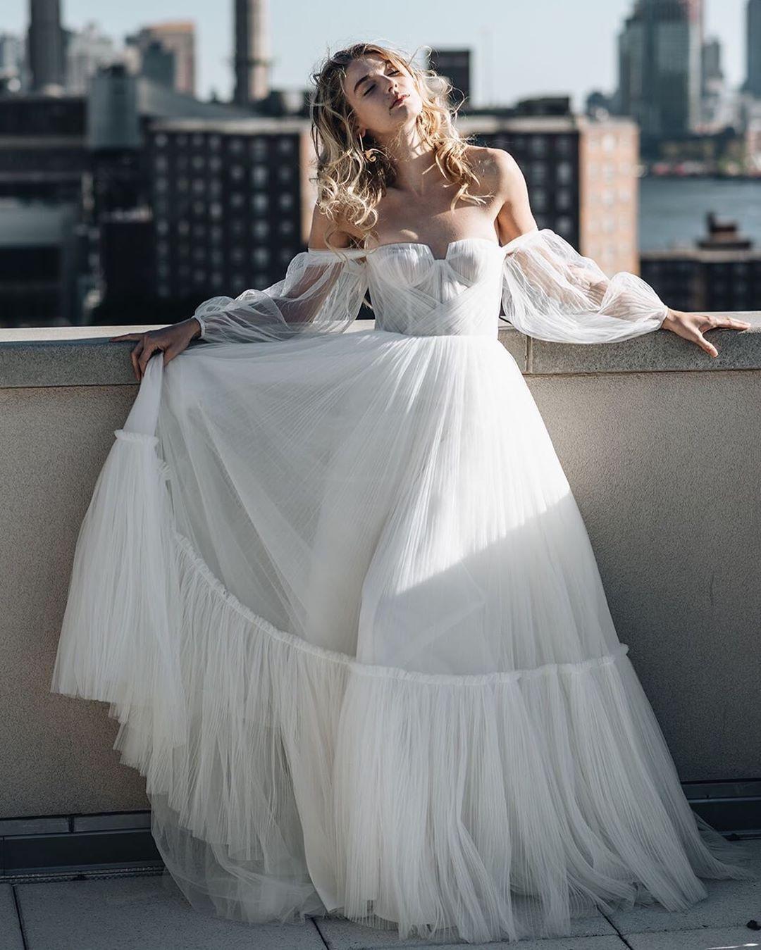 Labude Brautmode Köln - our stunning ARMERIA dress by Alenaleena
