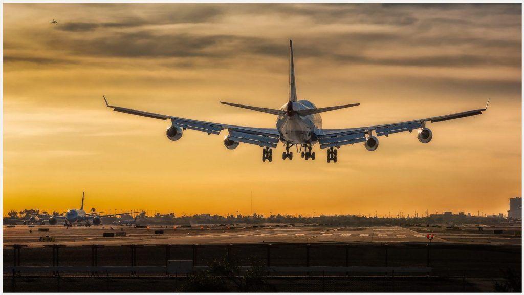 Airplane Landing Of 747 Airplane Wallpaper Airplane Landing Of 747
