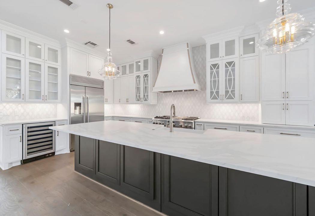 Best Modern White Kitchen Design Ideas Modern White Kitchens Best Backsplash For White Kitchen White K White Modern Kitchen White Kitchen Design Kitchen Design