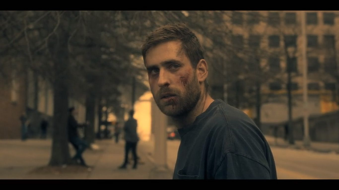 Oliver Jackson Cohen As Luke Crain In Season 1 Episode 4 Of The Haunting Of Hill House Source N House On A Hill Oliver Jackson Cohen House On Haunted Hill