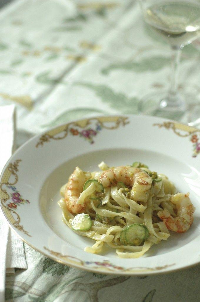 Tagliatelle di kamut con gamberi, zucchine e pesto di pistacchi by @Kitchenqb