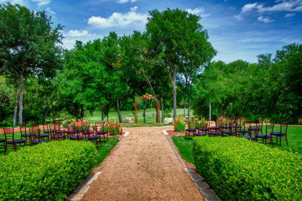 ef90e570d3c005e51ca58bc9e87965c1 - San Antonio Botanical Gardens Wedding Price