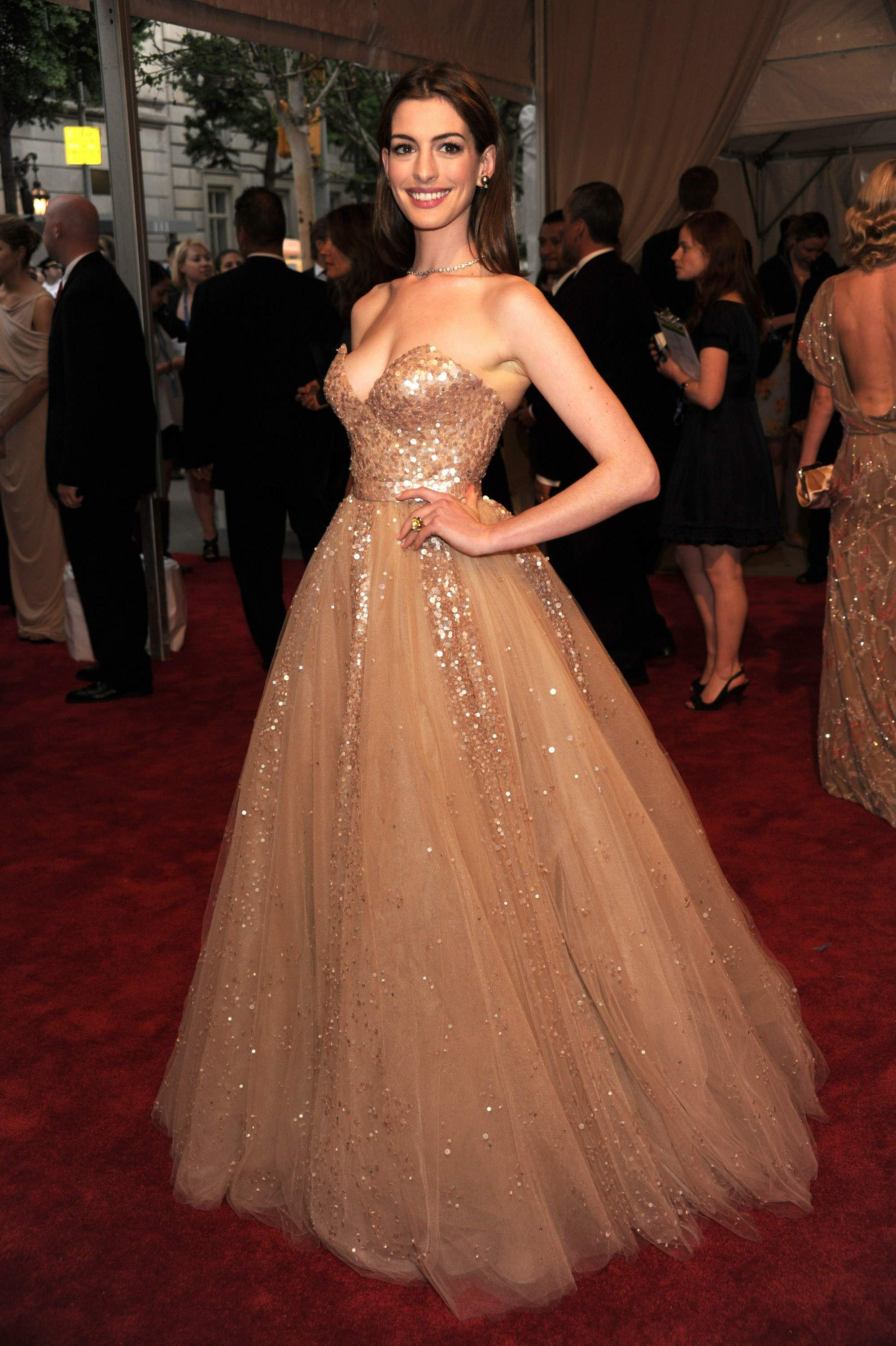 Anne Hathaway | Dream Gowns | Pinterest | Anne hathaway, Gowns and ...