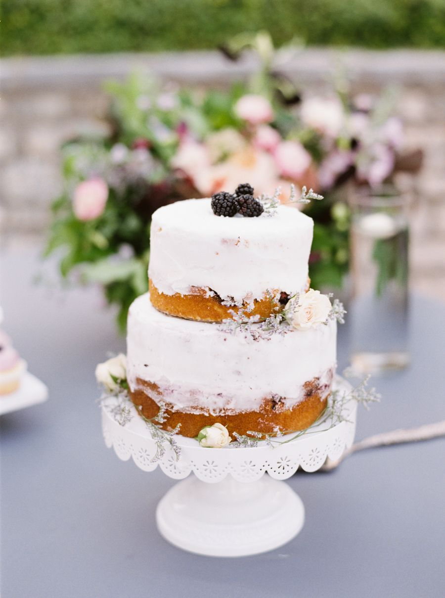 2 tier rustic naked cake with blackberries | Photography: Jenna McElroy