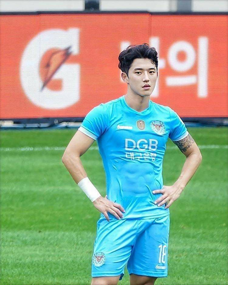 Pin By Secrets On Seungwonn In 2020 Soccer Players Soccer Guys Sports Boys
