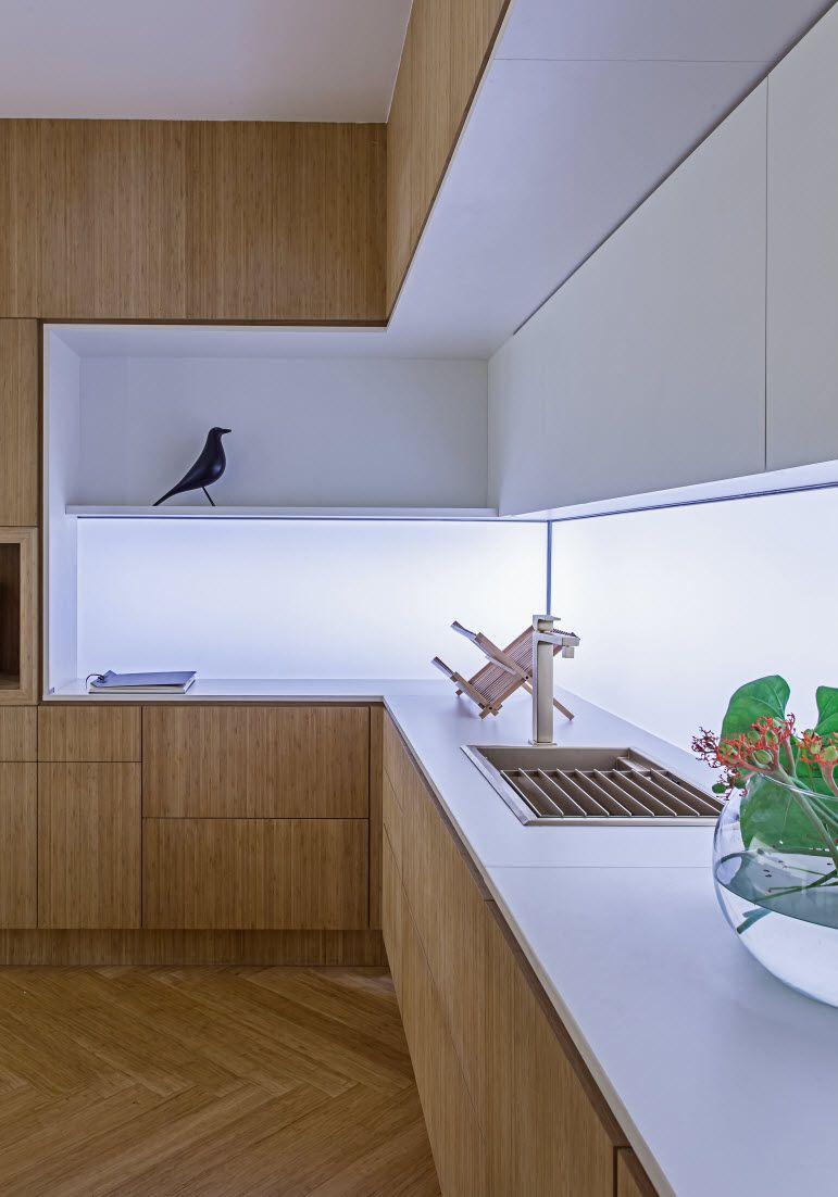 Kuchen In Weiss Und Holztonen Kuchendesign Modern Kuche Holz Modern Arbeitsplatte