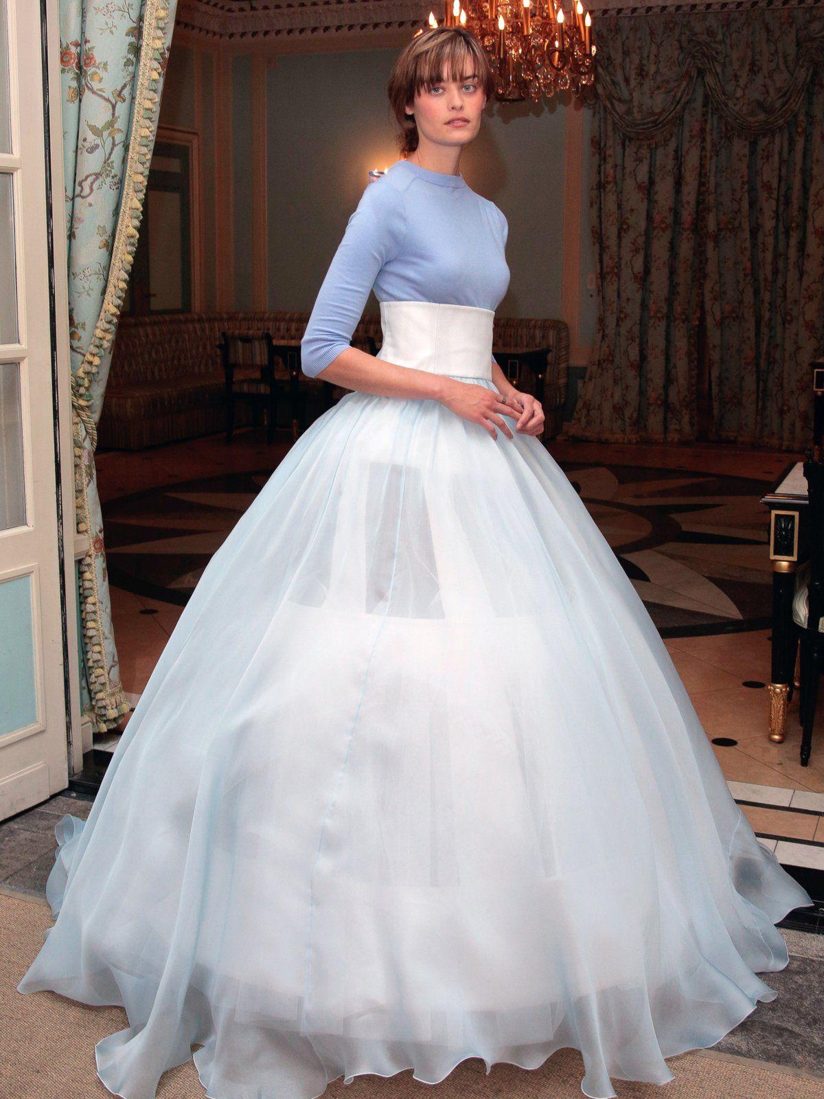 Unkonventionelle Brautkleider | Reifrock, Pulli und einfaches Brautkleid