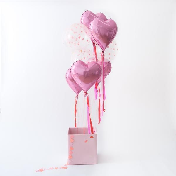 Add these giant balloon decorations to your celebration for a fun and luxurious Valentine's Day. The dusky pink balloons are decorated with red, white and pink crepe streamers. Pack contains 6 balloons and 3 spools of crepe streamers.Balloon size: 14 inch diameter.