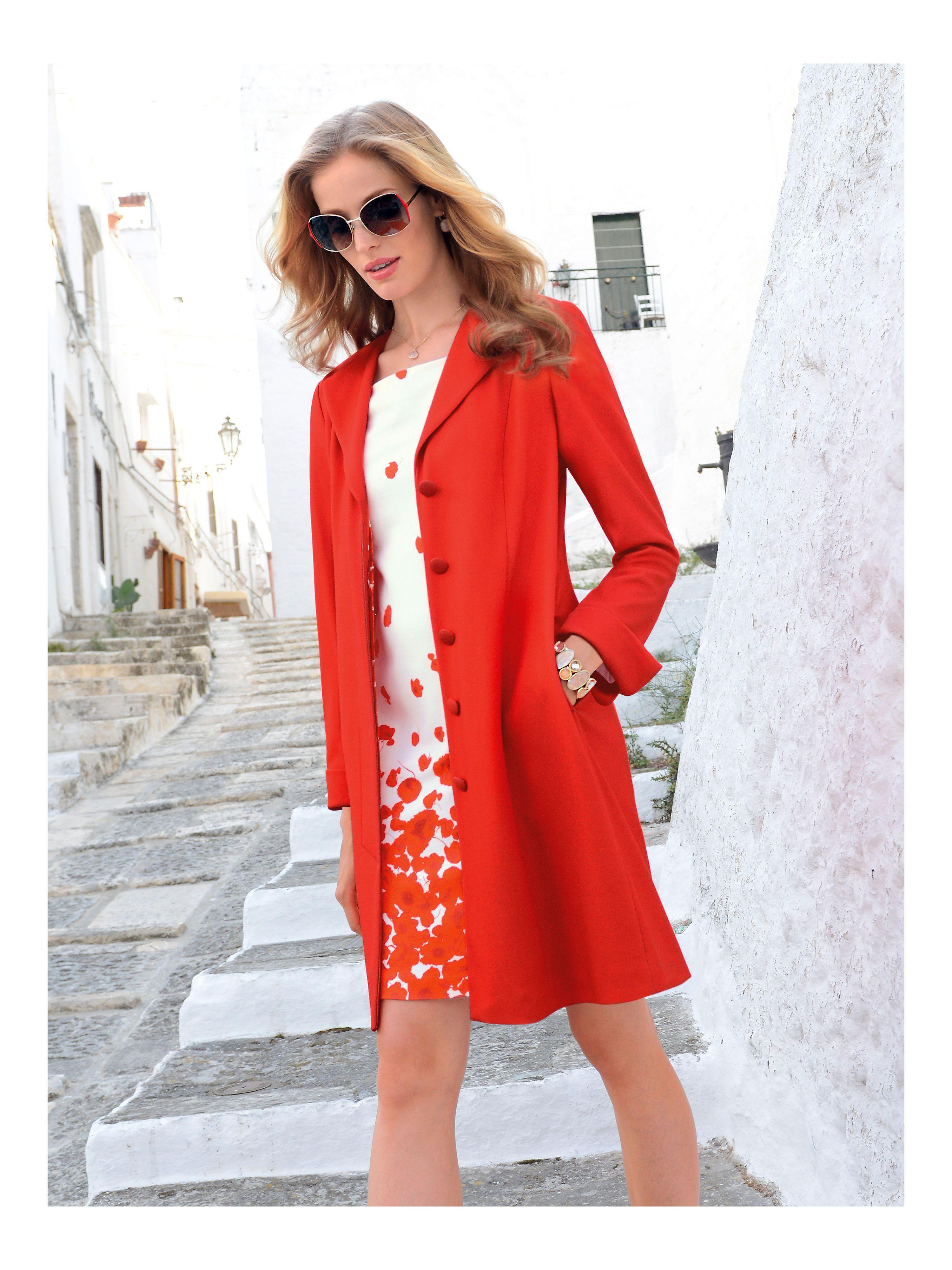 Jersey-Gehrock von Uta Raasch – ein Fashion-Piece in strahlender Farbgebung. Schlanke, elegante Silhouette mit Längsteilungsnähten, Ärmel mit Schlitz zum Umschlagen, seitlichen Nahttaschen und verdecktem Gehschlitz im Rückteil. 249,95€