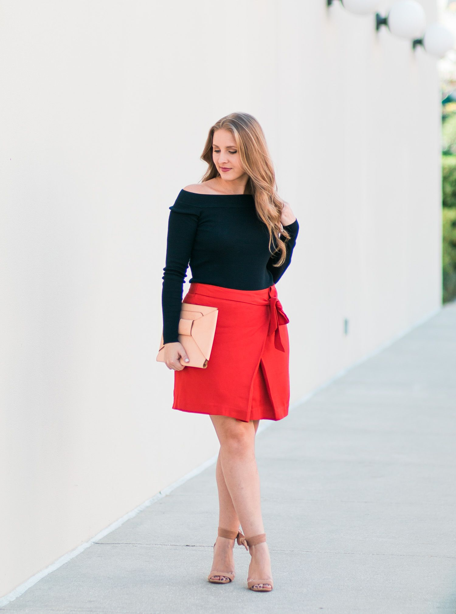 Classy Fall Outfit Idea | Bow skirt, Bow clutch and Banana republic